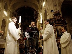 Rekviem za zesnulého spisovatele Josefa Škvoreckého sloužil Tomáš Halík 11. ledna v kostele sv. Salvátora v Praze.