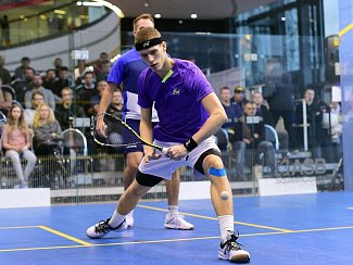 Elitní český hráč Martin Švec trénuje v Praze se zahraničními squashisty.