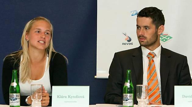 Čeští pozemní hokejisté Klára Kyndlová a David Vacek touží po postupu do druhého kola kvalifikace na mistrovství světa.