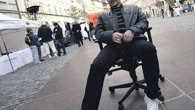 KANCELÁŘSKÁ KRYSA? Jsem tak napůl, odmítá podnikatel a produkční Pavel Cingl, že by židle s počítačem byly jeho největšími přáteli. Proč akci před lety pojmenoval Běh kancelářských krys, si prý už nepamatuje.