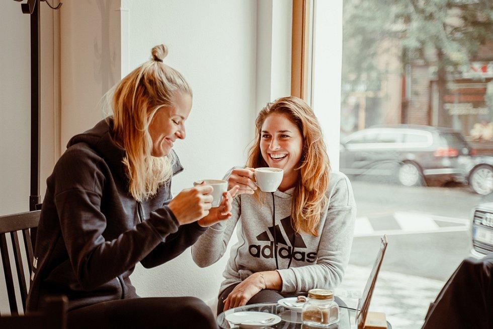 Plážové volejbalistky Barbora Hermanová a Makréta Nausch Sluková si užívají dovolenou v Česku ve stylu nomádství.