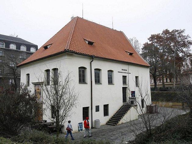 Muzeum Podskalská celnice na Výtoni v Praze s expozicí Zaniklé Podskalí a Vory a lodě na Vltavě.