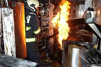 Požár v kuchyni restaurace v nákupní centru na Proseku