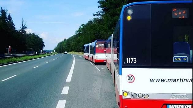 Autobusová zastávka Jíloviště na D4.