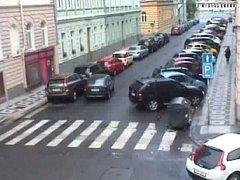 Opilý řidič naboural 10 aut.