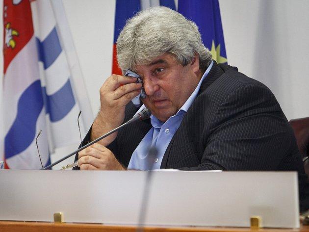 Josef Řihák rezignoval vpondělí 23.června 2014na funkci hejtmana Středočeského kraje.