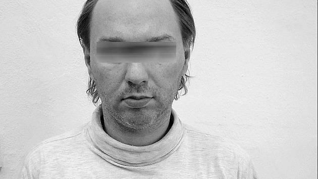PŘEPADÁVAT UŽ NEBUDE. Zadržený lupič z Hloubětína je nynumístěn v ruzyňské vazební věznici.í