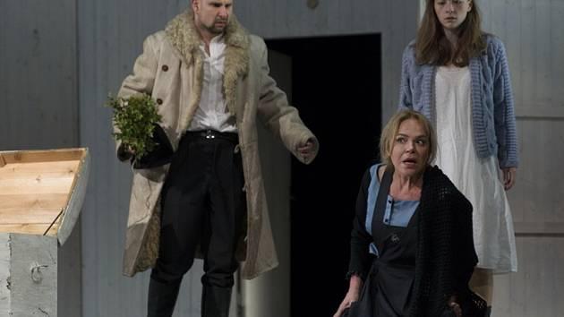Z inscenace Její pastorkyňa v Divadle na Vinochradech