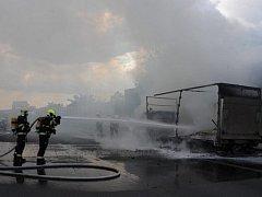 Hasiči likvidovali na Jižní spojce požár nákladního automobilu.