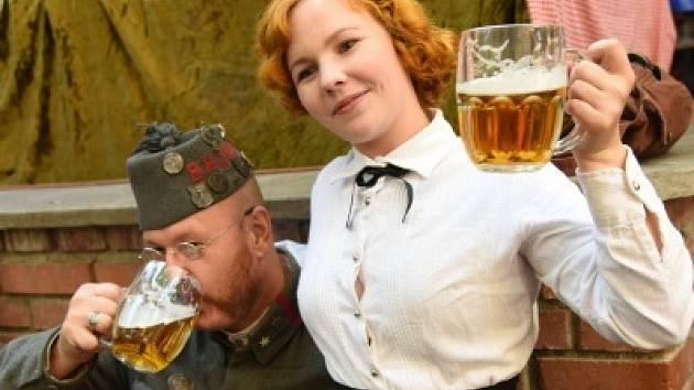 Na pražském Žižkově slavili 100 let od založení Československa v hospodě U Vystřelenýho oka.