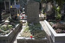 Rodinná hrobka, ve které je pohřbená Popelka Biliánová