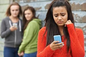 Nejčastějším útokem mezi žáky je kyberšikana. Řeší ji na základních i středních školách.