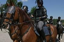 Policisté na koních. Ilustrační foto.