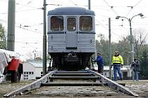 Do sbírky Muzea MHD v Praze – Střešovicích byl 19. října uložen starý vůz metra řady 81–71 o váze 33,5 tun.