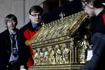 Relikviář sv. Maura byl 23. listopadu přivezen ze zámku Bečov do Vladislavského sálu na Pražském hradě.