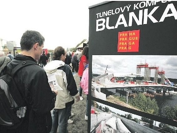 TUNELOVÝ KOMPLEX BLANKA, jehož stavba byla schválena v éře primátora Pavla Béma, se začal stavět v roce 2007. Komplex měří 5,5 kilometru, jeho součástí je nejdelší souvislý ražený tunel v Česku dlouhý zhruba 2,23 kilometru. Stavba má stát 36 miliard korun