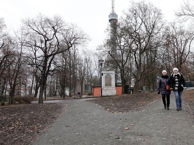 Slavnostní propojení okolí Petřínské rozhledny sareálem historických zahrad Strahovského kláštera