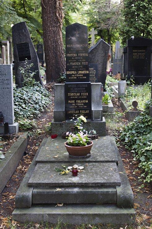 Po stopách Jaroslava Foglara Vinohradský hřbitov Hrob Jaroslava Foglara