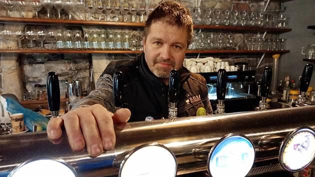 Restaurace ve sportovním areálu Šeberák vKunraticích otevřela i v pátek 27. listopadu 2020. S hosty měla podepsanou dohodu o provedení práce. Majitel Jakub Olbert.