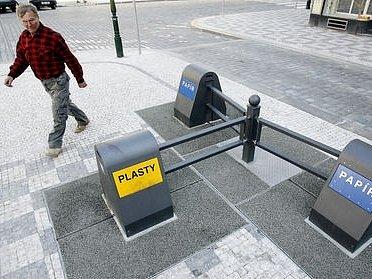 Podzemní kontejner již funguje na území hlavního města na Petrském náměstí.