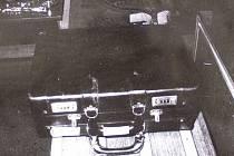 Kufr před otevřením.