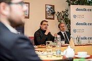 Debata Pražského deníku, která začala na autobusové stanici na Veleslavíně a pokračovala na Terminálu 3 v hotelu Ramada 13. října v Praze. Novotný, Stropnícký