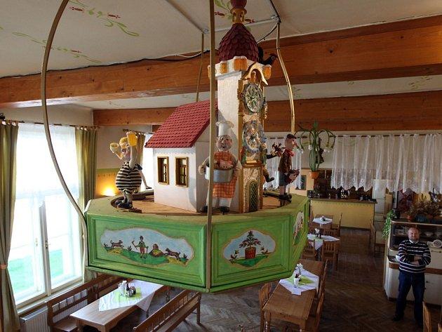 První hospodský orloj v České republice se nachází v restauraci U Housliček v pražské Přední Kopanině a je zapsán do České knihy rekordů.