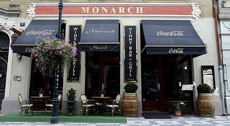 Bar Monarch v centru Prahy 10. října, kde byl v nočních hodinách zastřelen Václav Kočka mladší.