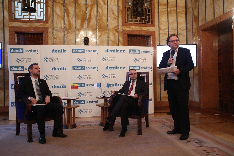Setkání s primátorem: zleva primátor Zdeněk Hřib, šéfredaktor Deníku Tomáš Skřivánek a náměstek primátora Petr Hlaváček