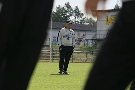 Trenér Slavie Karel Jarolím si složení přípravných zápasů svého týmu představoval jistě jinak.