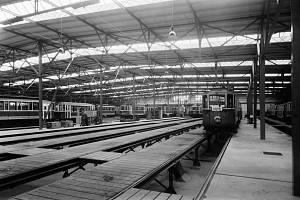Vozovna. Poslední vozovnou v Praze postavenou před druhou světovou válkou byla ta v Kobylisích.