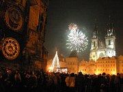 Silvestr na Staroměstském náměstí. Ilustrační foto.