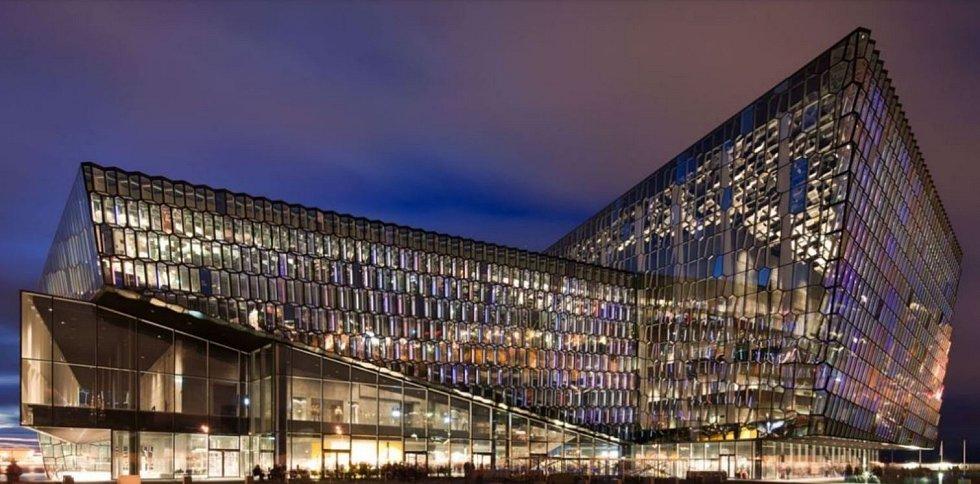 Harpa Concert Hall v Reykjavíku (kapacita 1800 diváků, stejná jako návrh pro Prahu).