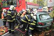 Šedesátiletý řidič utrpěl vážná mnohočetná poranění