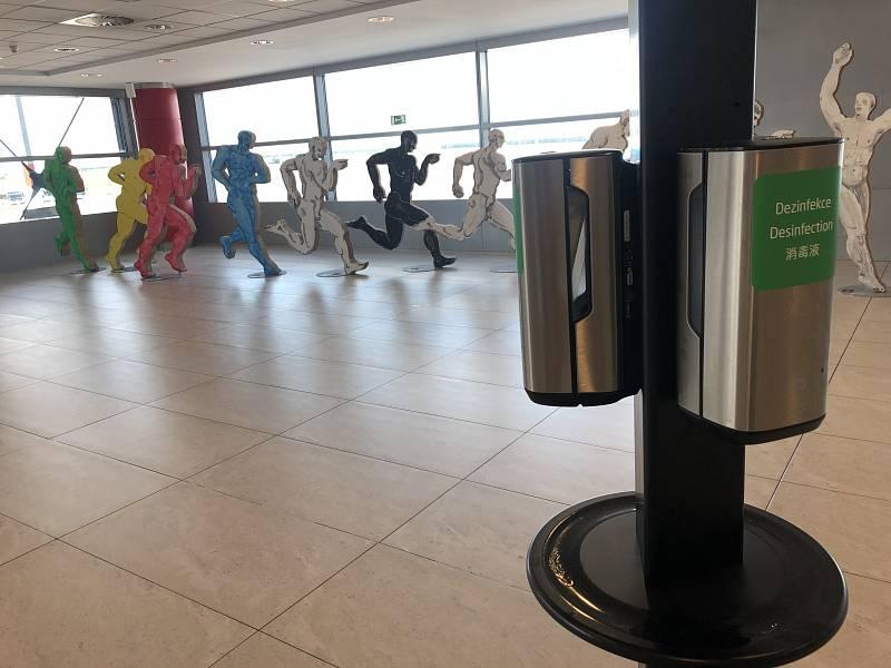 Letiště Václava Havla Praha se i v červenci potýká s úbytkem cestujících.