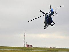 Eurocopter policejní letky ze základny v pražské Ruzyni využívaný jako záchranářské helikoptéra. Jako posádka vrtulníku dosud létali pražští záchranáři, nově se budou střídat se středočeskými kolegy.