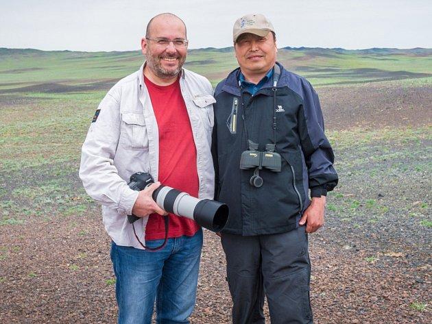 Ředitel Zoo Praha Miroslav Bobek a ředitel Xinjiang Przewalski Wild Horse Breeding and Research Center Cao Jie.