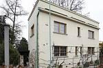 Vila byla postavena podle plánů architekta Otto Rothmayera v letech 1928–1929 ve stylu klasicizující moderny.