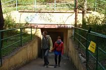 Vstup do bunkru Folimanka je v podstatě velmi nenápadný. Spíše připomíná vjezd do garáže, avšak to bylo minulým režimem zřejmě účelem takzvaného správného utajení.