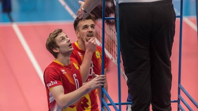 V novém dresu. Loni hájili David Kuboš (vlevo) a Ondřej Fortuník barvy Lvů, letos už se budou bít za Orly.