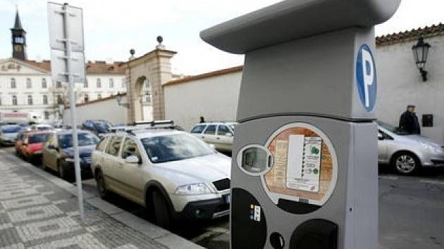 PARKOVACÍ ZÓNY. Některé městské části se rozhodly řešit problém s parkováním po svém./Ilustrační foto