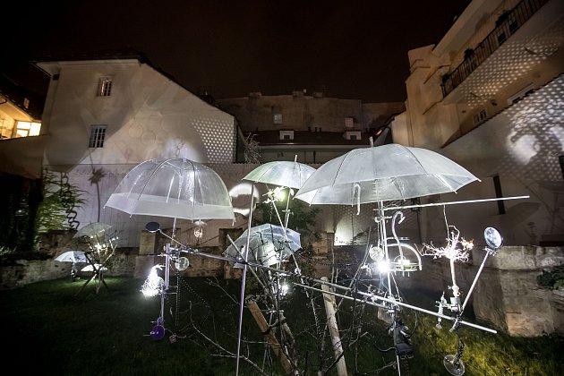 Generální zkouška Signal festivalu probíhala vcentru Prahy 11.října. Na snímku Octopus garden vAnežském klášteře.