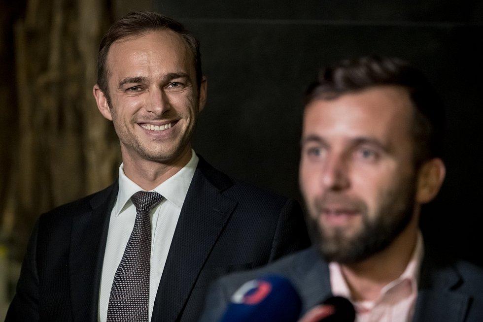 Pražské ANO si na sněmu 11. listopadu zvolilo nové vedení, předsedou se stal Jan Říčař. Zleva Jan Říčař a místopředseda Miroslav Nauč.