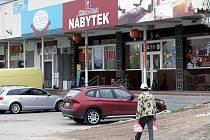 Vietnamská tržnice Sapa v pražské Libuši se rozkládá na území o velikosti 35 hektarů, žije v ní kolem 5000 obyvatel.