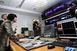 Minutu po jedenácté hodině dopoledne začala 11. ledna vysílat nová televize TV Barrandov. Po celý den probíhaly zkoušky a přípravy na zahajovací večerní zábavnou show.