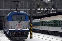 15. prosince 2010 vyrazila z Hlavního nádraží v Praze na svou první cestu s osobním vlakem InterCity 571 Zdeněk Fibich nová lokomotiva Škoda 109E.