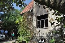 Škodu předběžně vyčíslenou na 300 000 korun způsobil v noci na pátek požár domu v Nádražní ulici v Mnichovicích na Praze-východ.