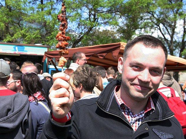 Streed Food Festival Holešovice nabízel ochutnávky jídel profesionálních kuchařů i amatérů, přednášky o vaření a jídle.