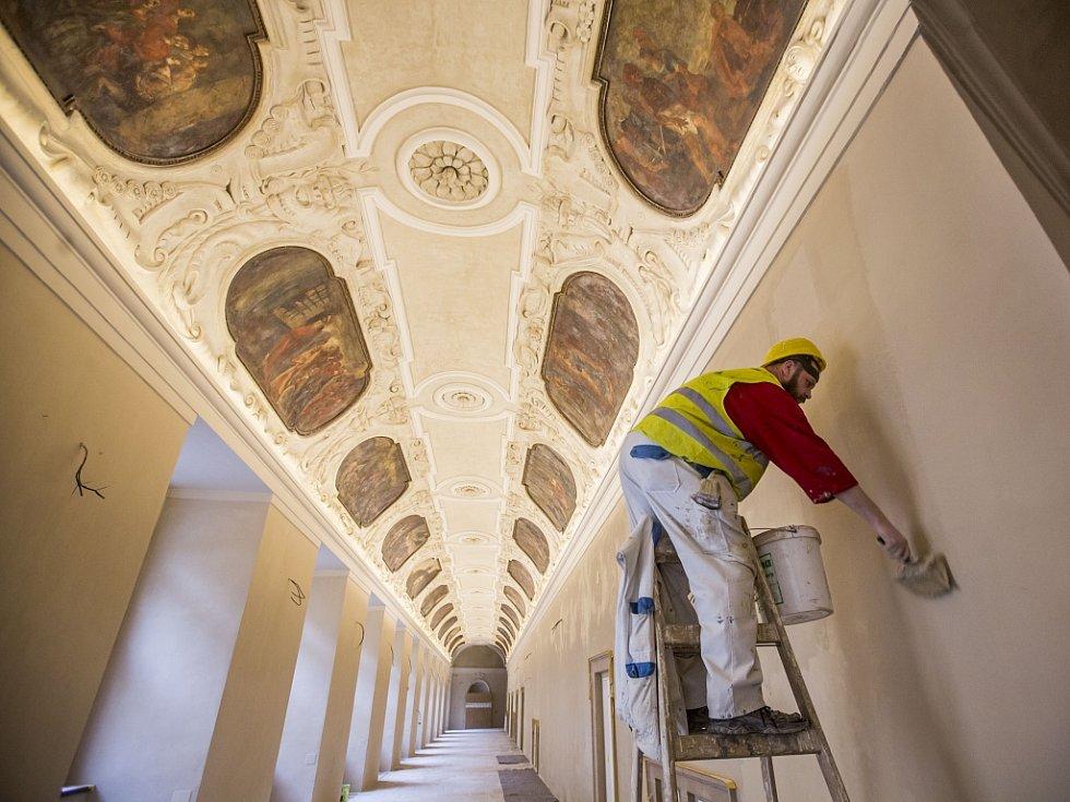 Rekonstrukce v Národní knihovně probíhá už přibližně osm let. Dokončena bude nejdříve v roce 2021.