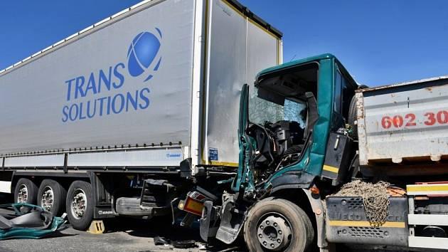 Dopravní nehoda zastavila provoz na okruhu